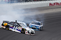 Tony Stewart, Stewart-Haas Racing Chevrolet in trouble