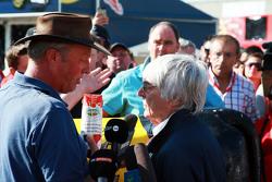 Bernie Ecclestone, em um encontro com fazendeiros belgas