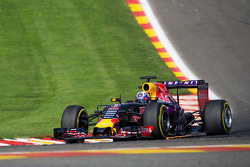 Daniel Ricciardo, Red Bull Racing RB11 sends sparks flying