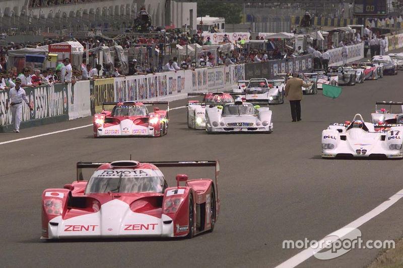 #1 Toyota Motorsport Toyota GT-One: Martin Brundle, Emmanuel Collard, Vincenzo Sopiri