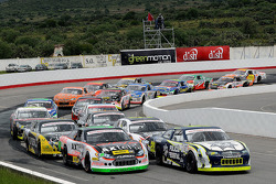 Inico: #46 Irwin Vences, M Racing  y #28 Rubén Rovelo G3C Racing lideres