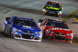 Dale Earnhardt Jr., Hendrick Motorsports Chevrolet and Kurt Busch, Stewart-Haas Racing Chevrolet