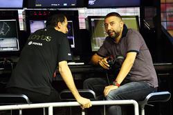 路特斯车队副领队费德里科·加斯塔尔迪与领队杰拉德·洛佩兹