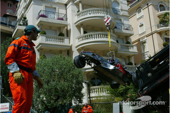 Lewis Hamilton, McLaren Mercedes, MP4-22, crashes