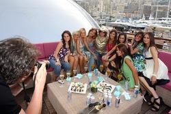 Formula Unas girls: Daniel Gracia, Rebecca Blomgren, Katja Semenova, Adriana Arevalo, Tahnee Frijters, Mina Zakipour, Paola Ramirez, Estefania Bejarano and Heloise Bien
