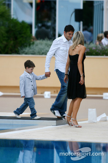 Amber Fashion: Giancarlo Fisichella, Renault F1 Team and his son Christopher