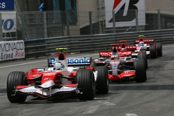Jarno Trulli, Toyota Racing, TF107 and Fernando Alonso, McLaren Mercedes, MP4-22
