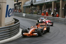Christijan Albers, Spyker F1 Team, F8-VII leads Ralf Schumacher, Toyota Racing, TF107