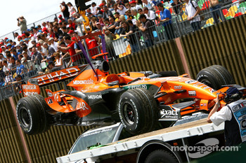 Adrian Sutil, Spyker F1 Team, F8-VII is brought back to the pitlane