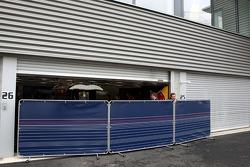 Closed garages, Vitantonio Liuzzi, Scuderia Toro Rosso