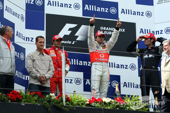 Podium: race winner Fernando Alonso with Felipe Massa, Mark Webber and Ron Dennis