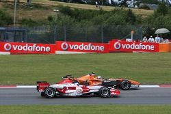 Markus Winkelhock, Driver, Spyker F1 Team gets overtaken by Anthony Davidson, Super Aguri F1 Team