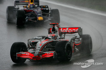 Fernando Alonso, McLaren Mercedes, MP4-22 and Mark Webber, Red Bull Racing, RB3
