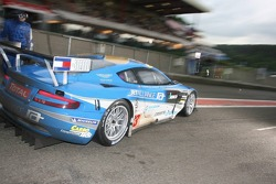 Pitstop for #33 Jetalliance Racing Aston Martin DBR9: Karl Wendlinger, Ryan Sharp, Lukas Lichtner-Hoyer, Robert Lechner