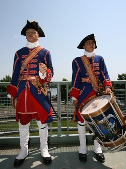 Pre-event press conference: the welcome reception by 18th century Nouvelle-France soldiers