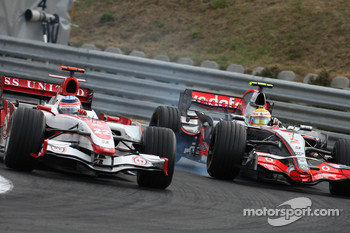 Takuma Sato, Super Aguri F1, SA07 and Lewis Hamilton, McLaren Mercedes, MP4-22