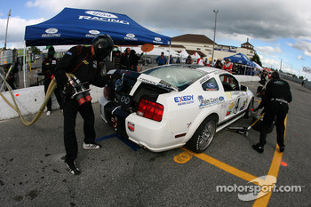 Pitstop for #4 Blackforest Motorsports Mustang GT: Travis Walker, Romeo Kapudija
