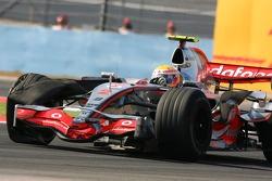 Lewis Hamilton, McLaren Mercedes, MP4-22, damaged tyre