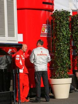 Scuderia Ferrari personel talk with McLaren Mercedes personel