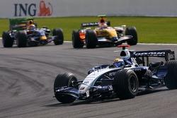 Nico Rosberg, WilliamsF1 Team, Heikki Kovalainen, Renault F1 Team