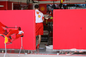 Scuderia Ferrari, prepare for the weekend