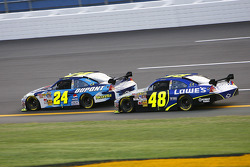 Jeff Gordon takes the lead over teammate Jimmie Johnson