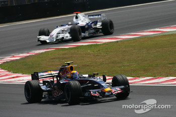 Mark Webber, Red Bull Racing, RB3 leads Nick Heidfeld, BMW Sauber F1 Team, F1.07
