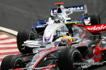 Lewis Hamilton, McLaren Mercedes, MP4-22 leads Nick Heidfeld, BMW Sauber F1 Team, F1.07