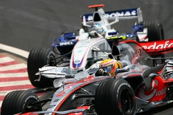 Lewis Hamilton, McLaren Mercedes, MP4-22 leads Nick Heidfeld, BMW Sauber F1 Team, F1.07