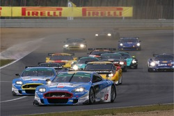 Start: #33 Jetalliance Racing Aston Martin DBR9: Karl Wendlinger, Ryan Sharp leads the field