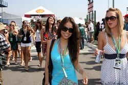 F1: Formula Unas: Samantha Wong and Samantha Rossato