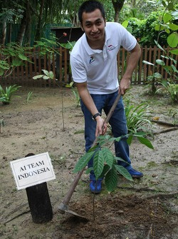 Satrio Hermanto, driver of A1 Team Indonesia planting a tree