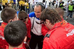 Max Welti, A1 Team Switzerland discuss with his team crew