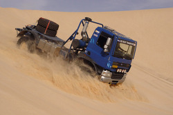 Team de Rooy in Tunisia: Jan de Rooy tests the GINAF X2222 in the desert