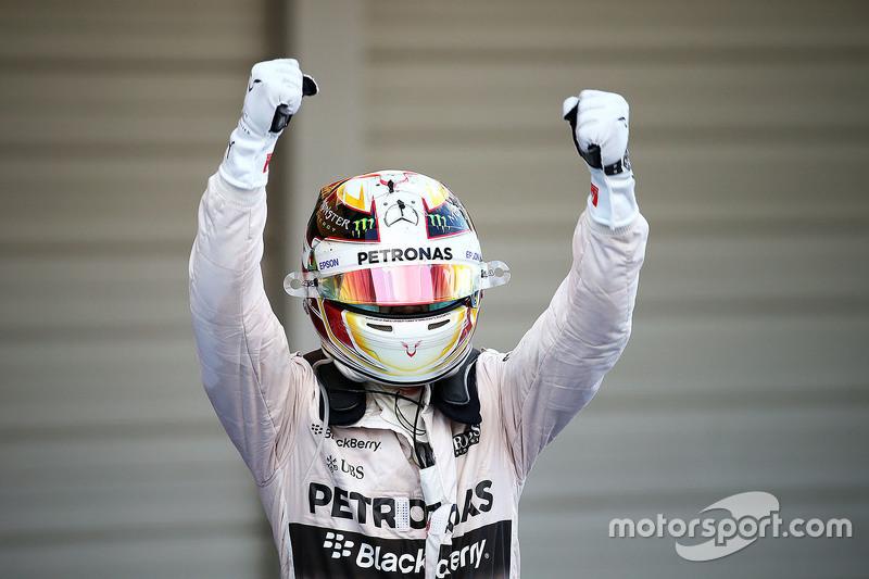 Ganador de la carrera Lewis Hamilton, Mercedes AMG F1 W06 celebra en el parc ferme