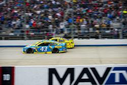 Aric Almirola, Richard Petty Motorsports Ford and Matt Kenseth, Joe Gibbs Racing Toyota