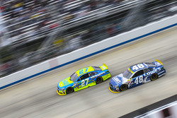 Paul Menard, Richard Childress Racing Chevrolet and Jimmie Johnson, Hendrick Motorsports Chevrolet