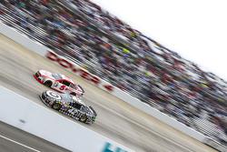 Kyle Larson, Chip Ganassi Racing Chevrolet and Kasey Kahne, Hendrick Motorsports Chevrolet