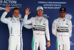 Calificación: tercer lugar Valtteri Bottas, Williams y ganador de la pole Nico Rosberg y Lewis Hamilton, Mercedes AMG F1 el segundo lugar