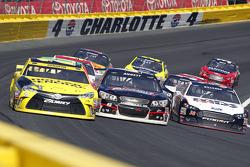 Matt Kenseth, Joe Gibbs Racing Toyota, Michael Annett, HScott Motorsports Chevrolet en David Gilliland, Front Row Motorsports Ford