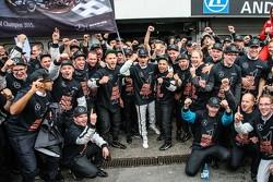 2015 kampioen Pascal Wehrlein, HWA AG Mercedes-AMG C63 DTM