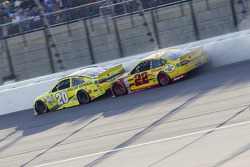 Joey Logano, Team Penske Ford and Matt Kenseth, Joe Gibbs Racing Toyota collide