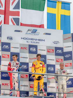 Race 2 Podium: seccond place Jake Dennis, Prema Powerteam Dallara Mercedes-Benz and winner Antonio Giovinazzi, Jagonya Ayam with Carlin Dallara Volkswagen and third place Felix Rosenqvist, Prema Powerteam Dallara Mercedes-Benz