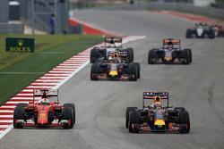 Sebastian Vettel, Ferrari SF15-T and Daniel Ricciardo, Red Bull Racing RB11 battle for position
