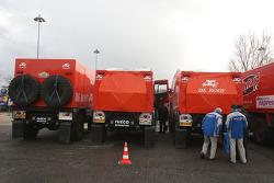 Kamaz-Master 'spys' check the Team de Rooy GINAF X2223 rally trucks
