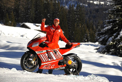 Casey Stoner poses with the Ducati Desmosedici GP8