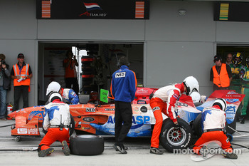 Jeroen Bleekemolen, driver of A1 Team Netherlands, pitstop