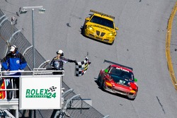 #87 Farnbacher Loles Porsche GT3 Cup: Timo Bernhard, Pierre Ehret, Dominik Farnbacher, Dirk Werner, #07 Banner Racing Pontiac GXP.R: Kelly Collins, Paul Edwards, Jan Magnussen, Andy Pilgrim