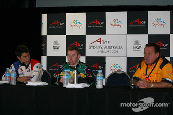 Loic Duval, driver of A1 Team France, John Martin, driver of A1 Team Australia and Alan Jones, Seat Holder of A1 Team Australia