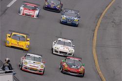 #89 Farnbacher Loles Porsche GT3 Cup: Luca Drudi, Raffael Giammaria, Jorg Hardt, Giacomo Petrobelli, Gabrio Rosa leads a group of cars